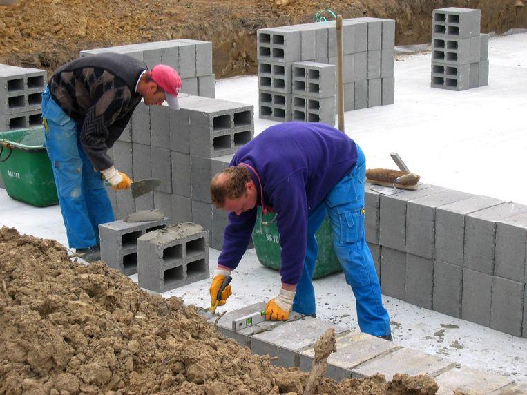 De kwestie draait om een bouwgeschil tussen twee buren.