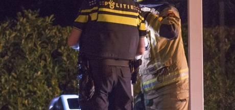 Spuitbussen ontploffen in gezicht brandweerman in Oud-Vossemeer