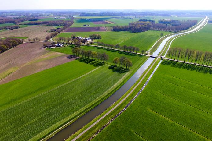 De Soestwetering tussen Boskamp en Middel. Het gebied is een van de plekken in Olst-Wijhe waar mogelijk windmolens komen.  Die zouden dan in een rij langs de wetering komen.