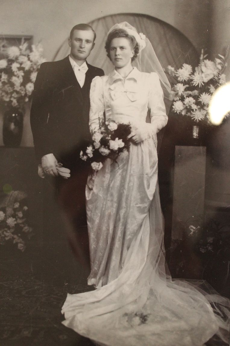 De trouwfoto van 70 jaar geleden moest destijds opnieuw gemaakt worden.