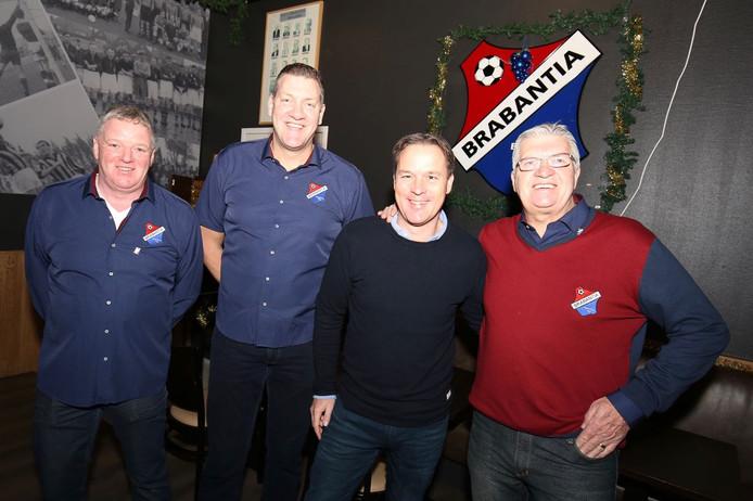 Guillaume van Wilgen (tweede rechts) met Piet van Kraaij, voorzitter Erik Vos en Hennie van der Gouw van het Brabantia-bestuur.