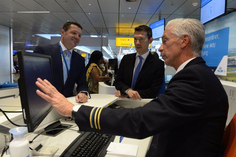 Topman Ben Smith op bezoek bij KLM Beeld