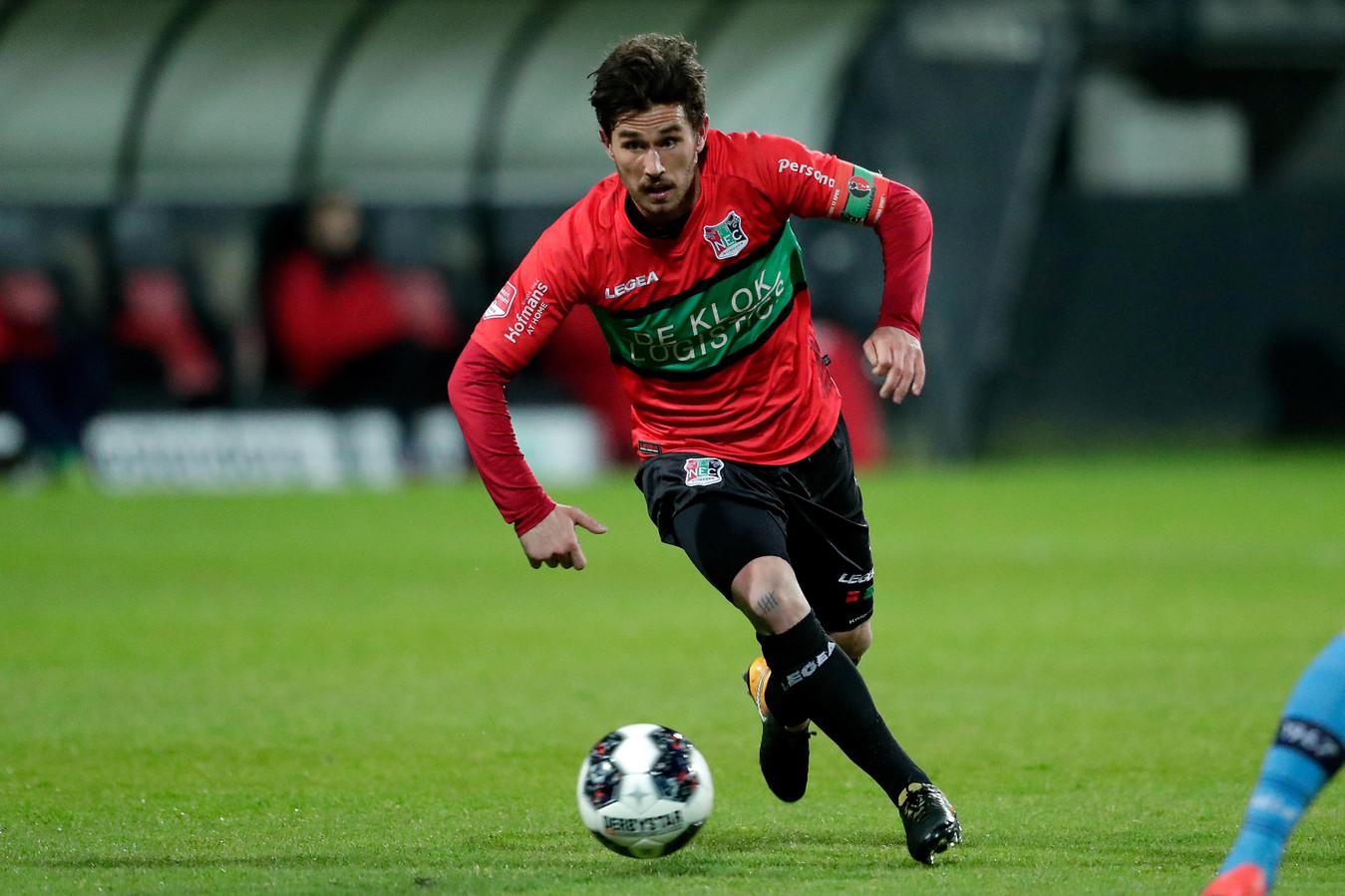NEC-speler Jordy Bruijn droeg tegen Helmond Sport voor het eerst de aanvoerdersband.