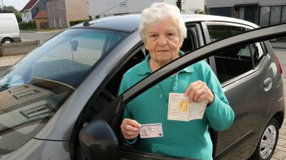"""Wiske Verstrepen (82) rijdt 60 jaar zonder geldig rijbewijs: """"Gelukkig heb ik nooit een ongeval gehad"""""""