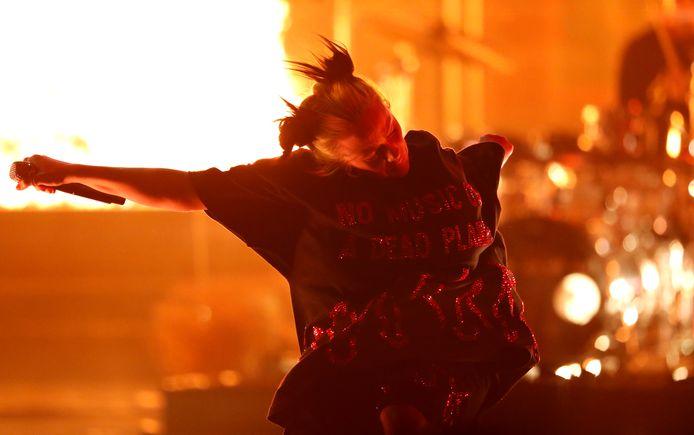 Billie Eilish sur la scène des AMAs dimanche soir.