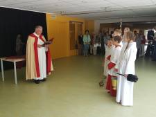 Pastoor zegent basisschool Rijsbergen in