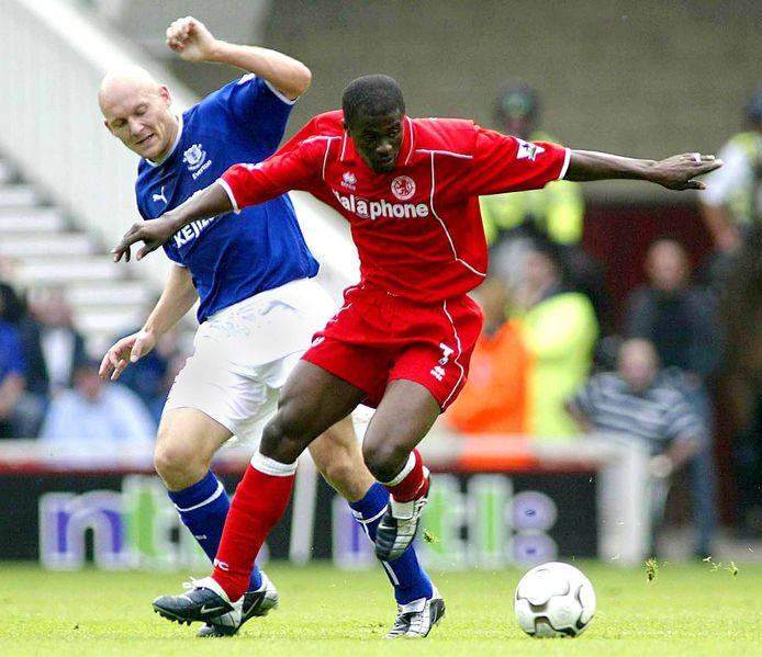 George Boateng in duel met Gravesen.