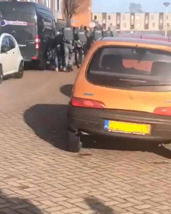 Politie zoekt in Almelo de ondergedoken bruiloftschutter.