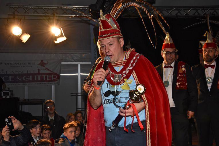 Verkiezing Prins Carnaval Gullegem - Davy Himpe sprak de bomvolle tent toe