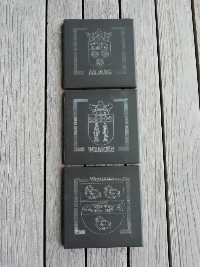 De drie gemeentewapens op een rijtje.