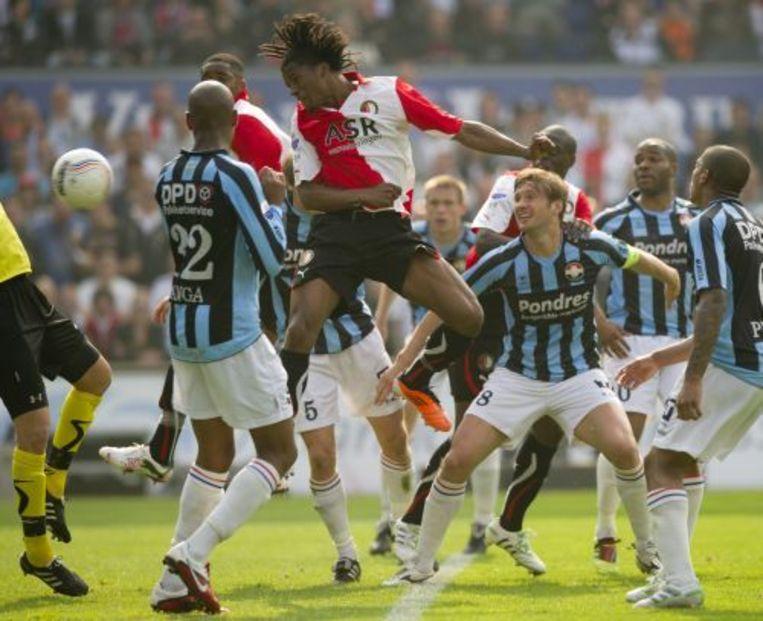 Georginio Wijnaldum van Feyenoord schiet de bal langs doelman Vladan Kuijovic van Willem II en maakt de 1-1. ANP Beeld