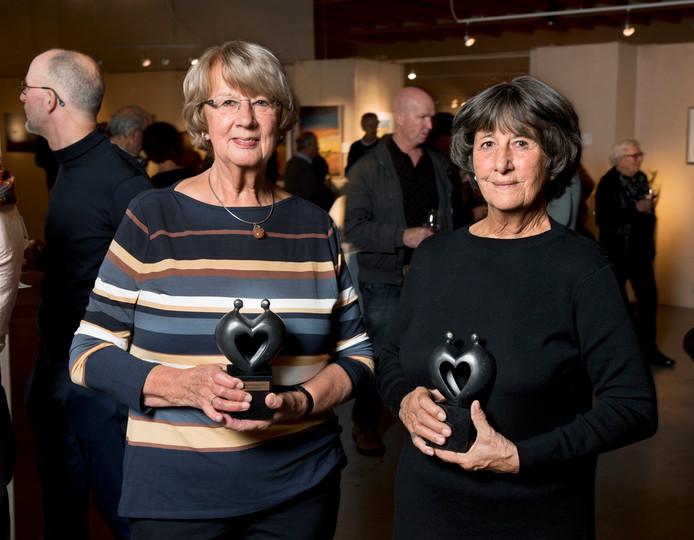 Magda de Groot (links) en Goke Leverland hebben de Groene Hart kunstprijzen in de wacht gesleept.