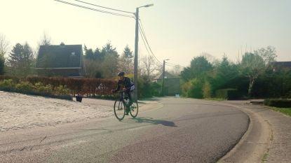 Wielertoerist Wim Claessens (41) rijdt de Sigarenberg 105 keer op en breekt daarmee het record van Victor Campenaerts