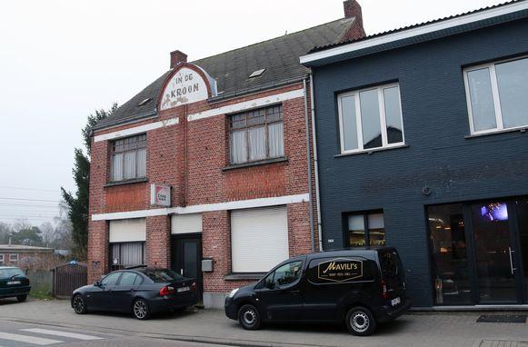 In deze woning, waar vroeger café 'In De Kroon' huisde, woonden beide zussen Boeckx. Ze lieten deze week beiden het leven.