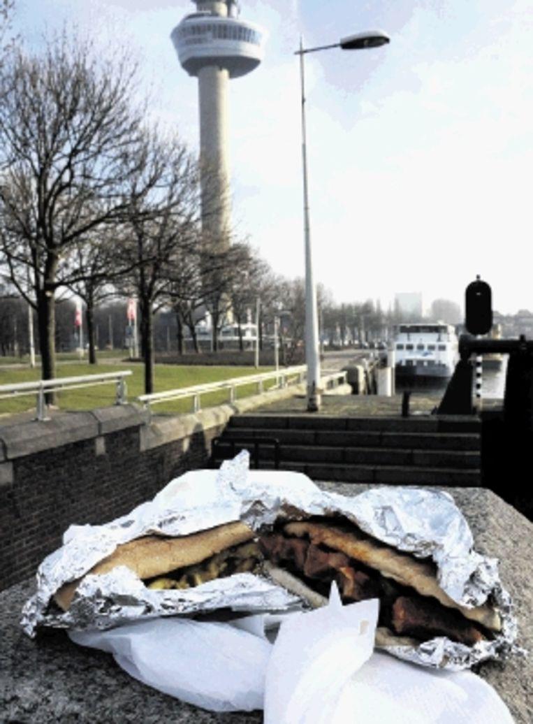 Snacken in Rotterdam. (FOTO JEROEN THIJSSEN) Beeld