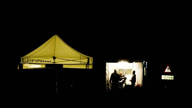 De politie zet zondagavond het onderzoek voort op de plek nabij Cothen waar de lichamen van de broertjes Ruben en Julian zijn aangetroffen. Beeld anp