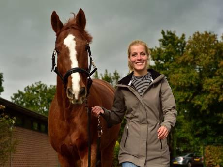 Paardenspecialist Femke (25) helpt ezels op Kreta