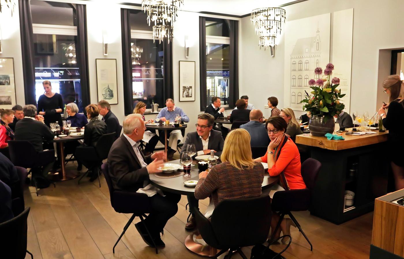 Restaurant In De Oude Stempel: eigentijdse zaak in een oud postkantoor.
