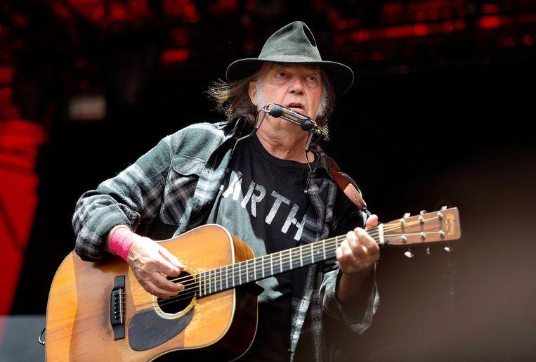 Singer-songwriter Neil Young. Zijn platenmaatschappij, Wixen, stapt naar de rechter. Beeld REUTERS