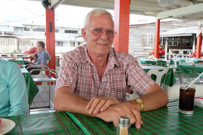 Nico van Empel (68) overleed volgens bronnen in de nacht van zondag op maandag onverwachts in zijn slaap.