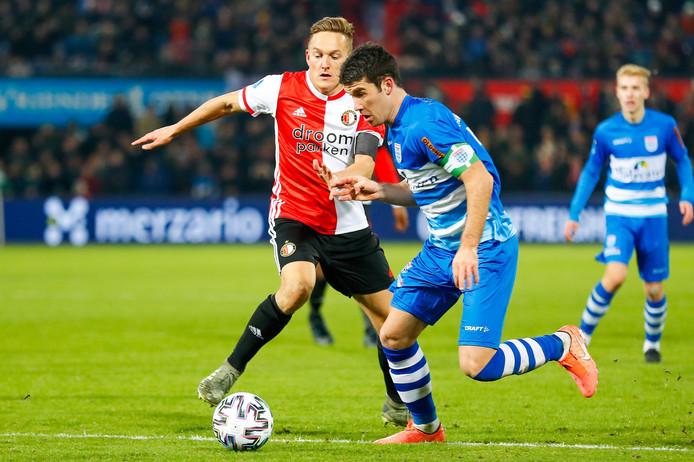 Jens Toornstra in duel met PEC Zwolle-captain Pelle Clement.