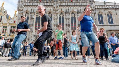 Plots danst groot en klein 'rueda' op Burg