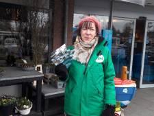 Vrijwilligers trotseren de kou met hun folders, ook al levert het geen kiezers op