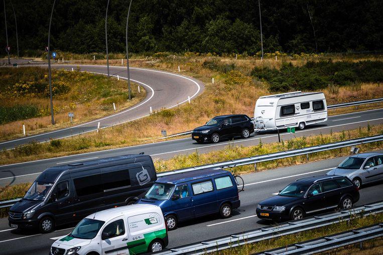 Vakantieverkeer richting de Belgische grens op de A67 bij Eindhoven eerder deze maand. Beeld ANP