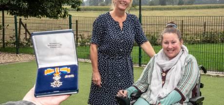 Caroline Piepenbrock is de 'tolk' van ALS-patiënte Babs, en dat verdient een lintje