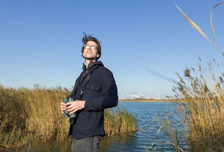 Ruben Terlou bij het Kennemermeer op vogeljacht.  Beeld Ivo van der Bent