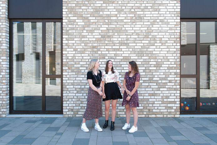 Paulien Veldhuis (links), Suzan Elshof (midden) en Julia Pronk maakten het beste profielwerkstuk van Overijssel. En daar zijn ze trots op.