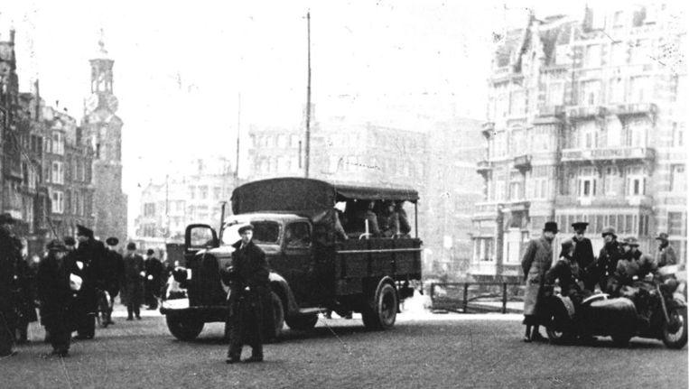 Archieffoto van 1942. Eerste joden op transport. In Amsterdam vond een razzia op joden plaats in Amsterdam-Centrum en Amsterdam-Zuid. Beeld anp