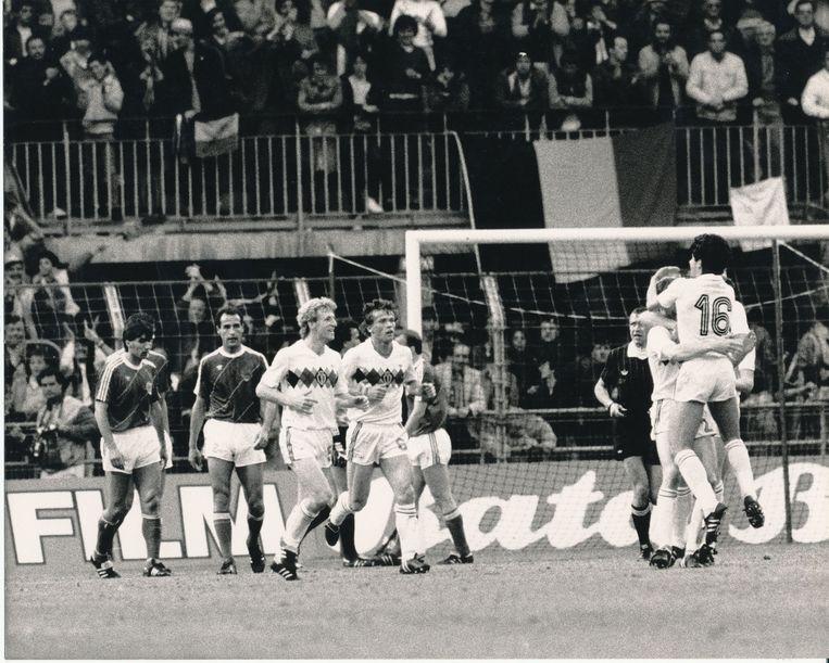 België begint het EK met een 2-0-ovewinning tegen Joegoslavië. Debutant Georges Grün maat de 2-0.