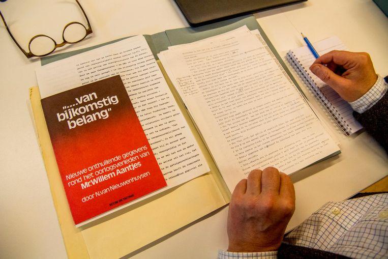 Het dossier over het oorlogsverleden van Willem Aantjes. Beeld anp