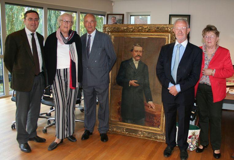De achterkleinkinderen van Arthur Putzeys bij zijn schilderij