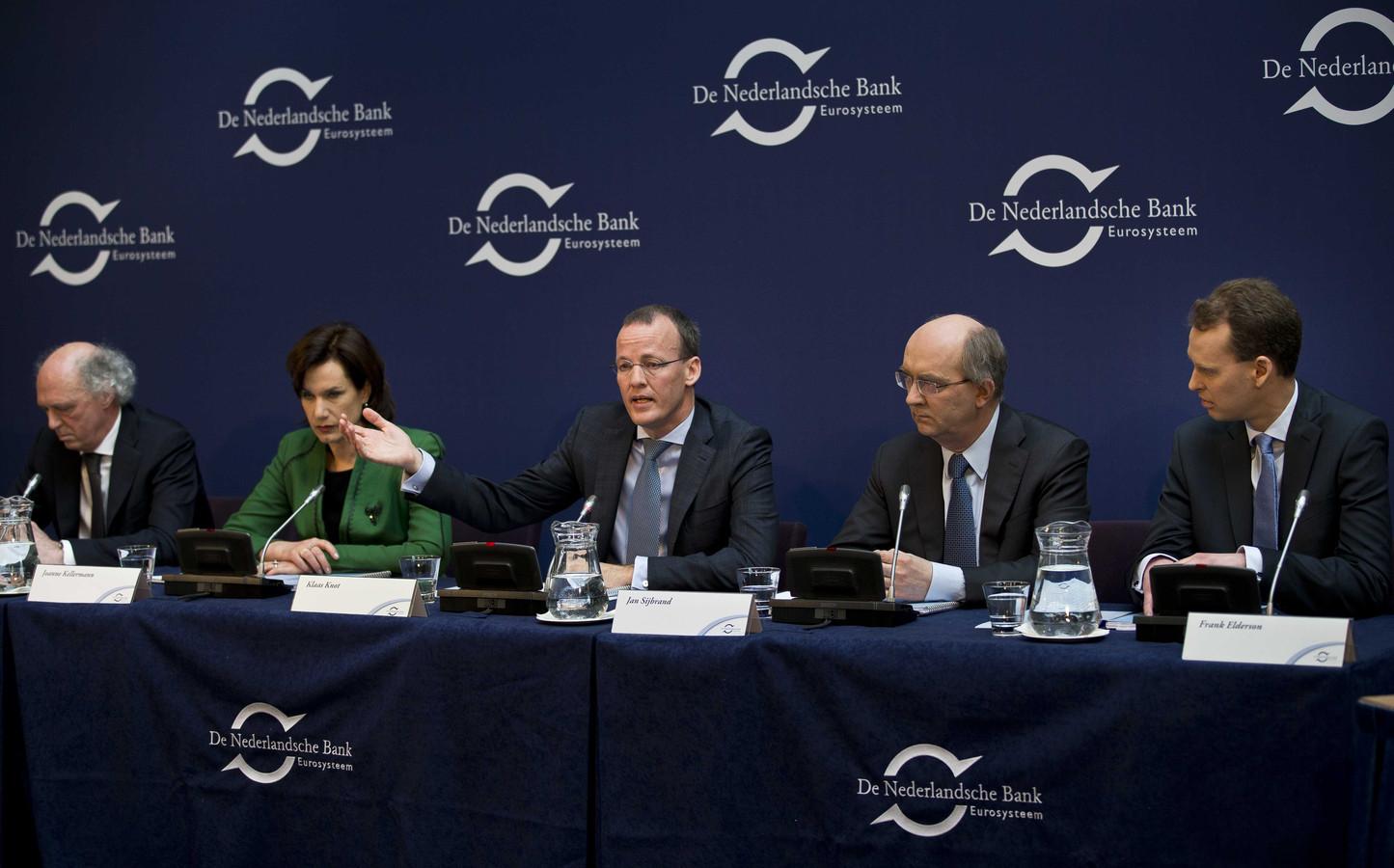 De directie van DNB in 2014 bij de bekendmaking van het jaarverslag. Helemaal links Job Swank.
