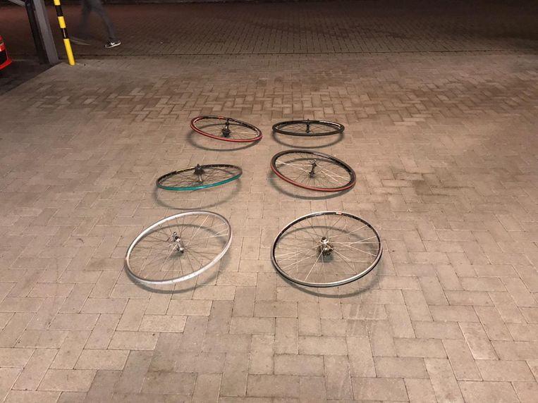 Ook enkele wielen werden teruggevonden.