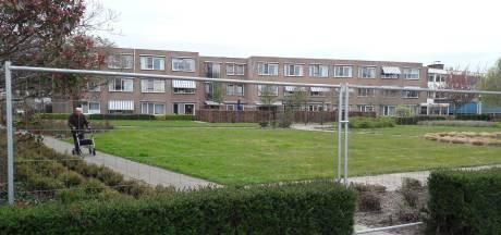 Hekken om tuin woonzorgcentrum Hoek, uit voorzorg