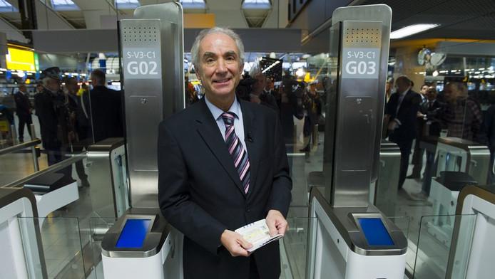 Minister Gerd Leers op Schiphol