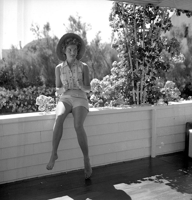 Jackie Kennedy in 1953 in Hyannis Port, Massachusetts.  Beeld Getty