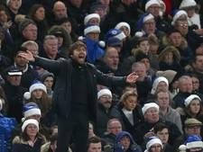 Vrije trap Marcos Alonso helpt Chelsea aan zege