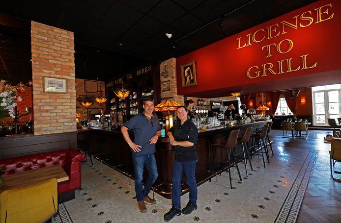 Ronald en Dagmar van Spronsen in hun vernieuwde steakcafé De Buren in Hellevoetsluis.