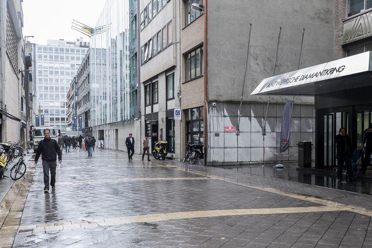De Antwerpse diamantwijk beleeft een somber jaar. Vooral de cijfers voor ruwe diamant kleuren donkerrood.