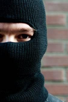 Bejaarde vrouw in woning in Ooij overvallen en mishandeld door drie gemaskerde mannen
