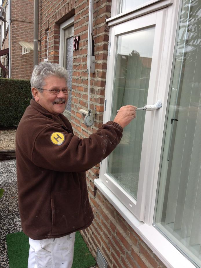 Jan van den Elzen is 50 jaar in dienst van het Hendriks SGR in Berghem.