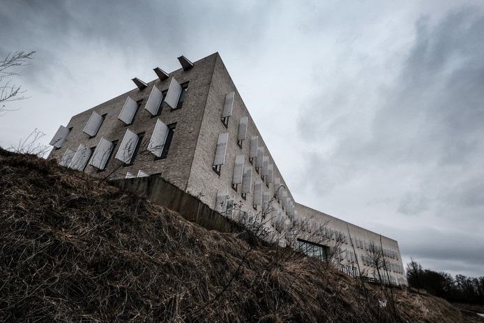 Het Gemeentehuis van Bronkhorst in Hengelo, in de volksmond ook de Bunker genoemd.