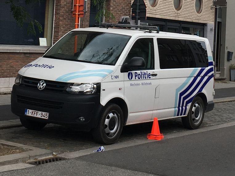 De politie Mechelen-Willebroek ter plaatse na de woninginbraak.