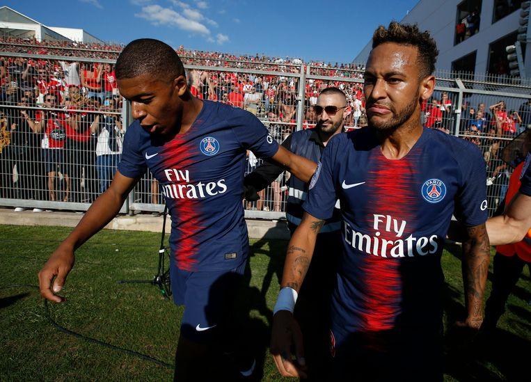 Mbappé en Neymar aan het feest.