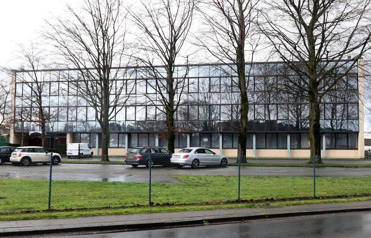 Het kantoor verhuist tijdelijk naar deze kantoorgebouwen aan De Beulelaer-Pareinlaan.
