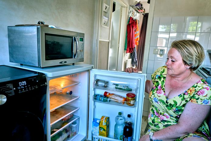 Angela Spit gaat wekelijks naar de voedselbank om haar koelkast te vullen.